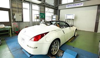 写真:自動車走行性能試験機