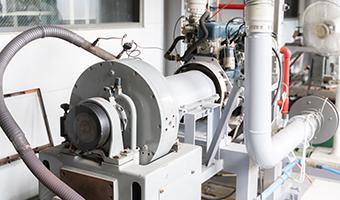写真:原動機性能試験機
